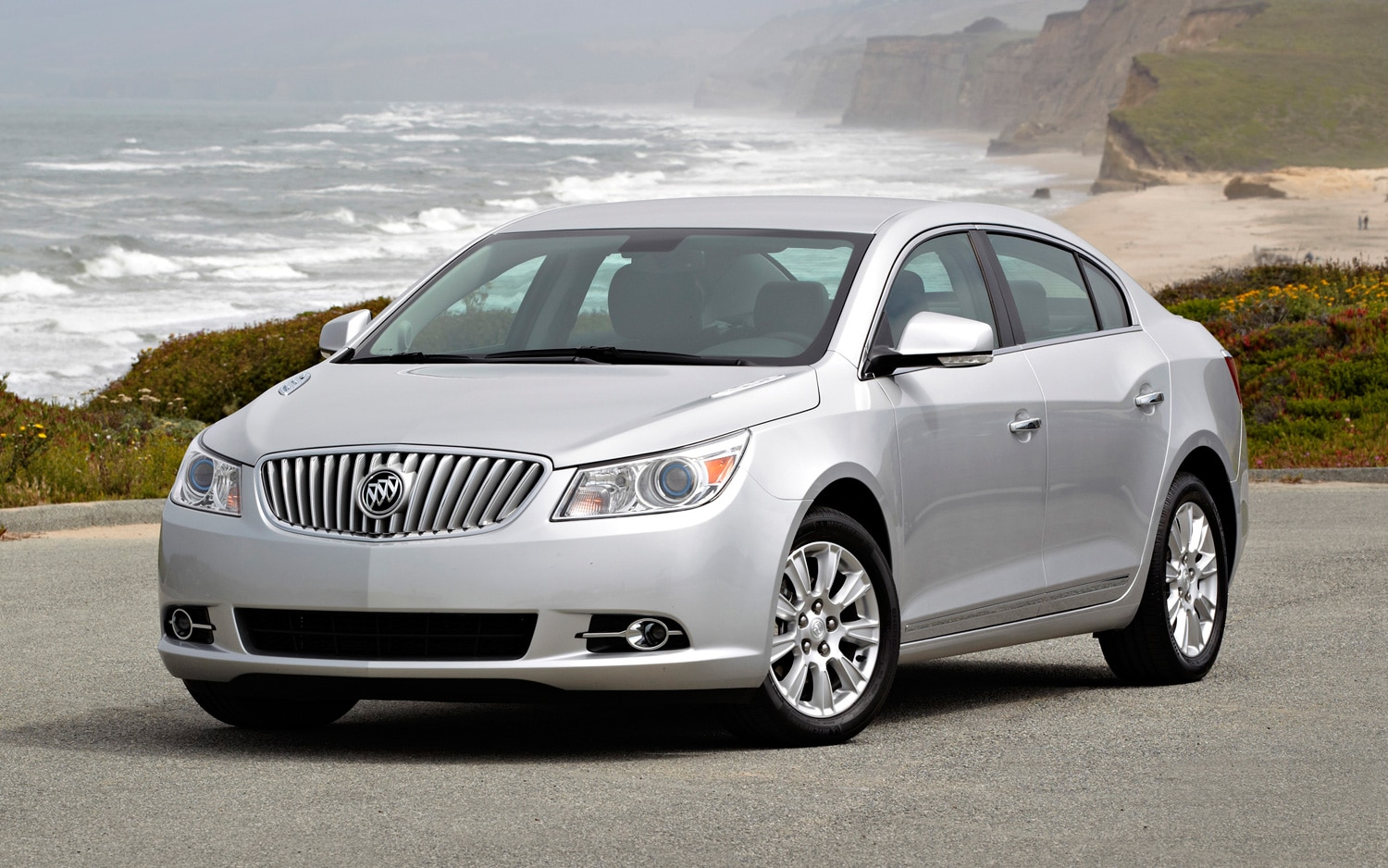 2013 Buick LaCrosse Front Three Quarter1